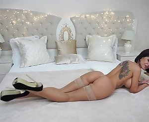 Anisyia real strong orgasm with fucking machine!